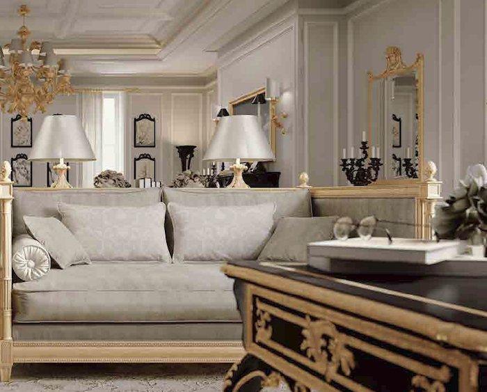 divano elegante classico chiaro